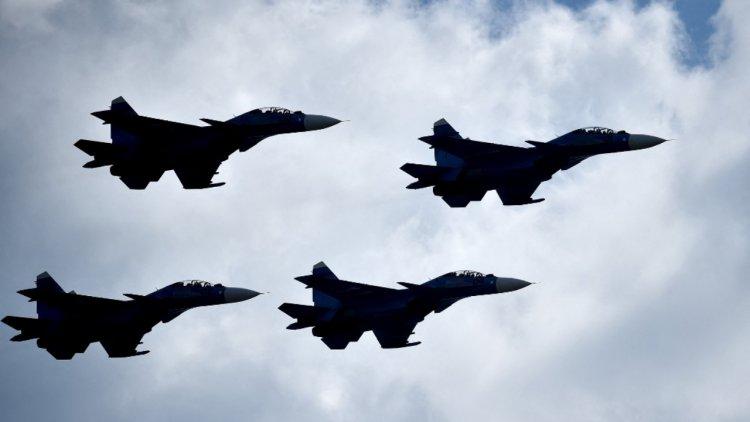กองทัพจีนส่งฝูงเครื่องบินรบ 38 ลำ บินกระหึ่มท้องฟ้า ขู่ไต้หวันในวันชาติ